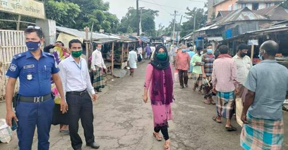 আটপাড়ায় স্বাস্থ্যবিধি না মানায় ঔষুধের দোকানকে জরিমানা