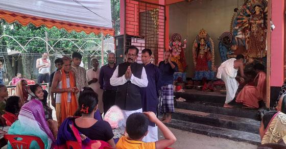 নেত্রকোনা কেন্দুয়ায় কেন্দ্রীয় পূজা উৎযাপন পরিষদ নেতার বিভিন্ন পূজা মন্ডপ পরিদর্শন